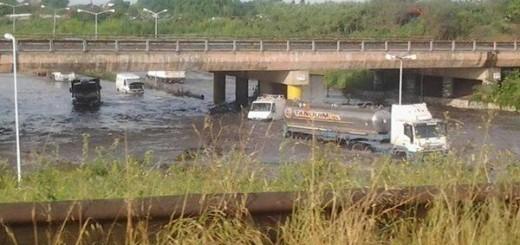 Ingreso a Hurlingham inundado