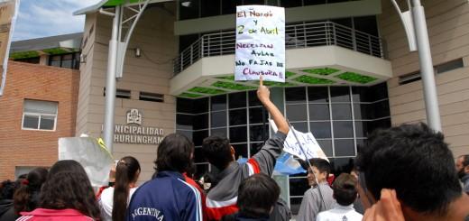 Marcha por clausura de Escuela 21 Hurlingham
