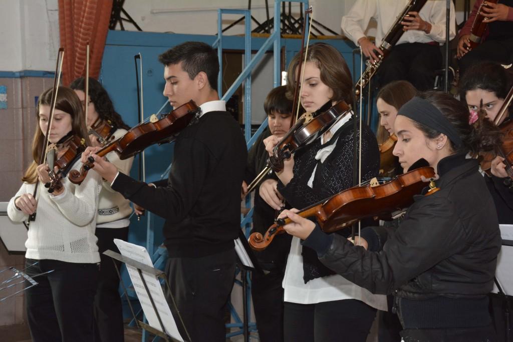 La Orquesta Va A La escuela