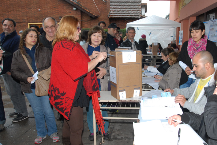 Estela Ramazzotti emitió su voto